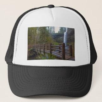 Boné A ponte de madeira na prata cai parque estadual