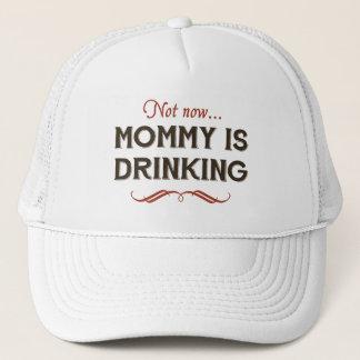 Boné Agora agora, a mamãe está bebendo