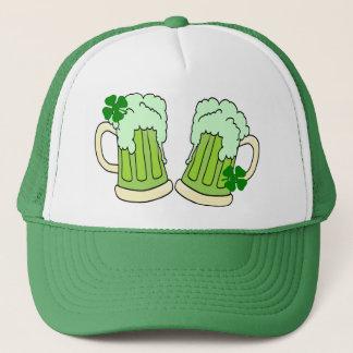 Boné Alfa verde do brinde da caneca de cerveja