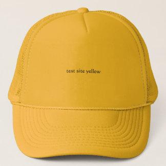 Boné amarelo do local de teste