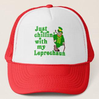 Boné Apenas Chillin com meu Leprechaun
