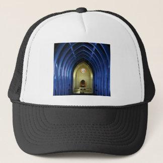 Boné Arcos na igreja azul