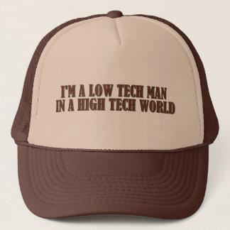 Boné Baixo homem da tecnologia em um mundo da alta