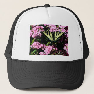 Boné Borboleta de Swallowtail em flores cor-de-rosa