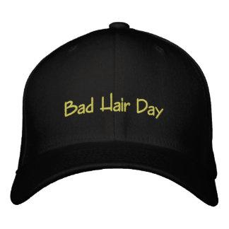 Boné Bordado Dia mau do cabelo