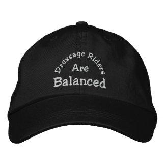 Boné Bordado Os cavaleiros do adestramento equilibrados