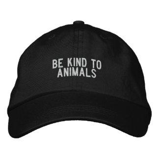 Boné Bordado Seja amável aos animais