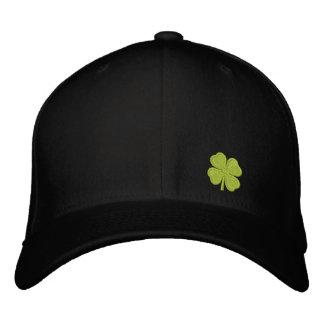 Boné Bordado Trevo St Patrick da folha do preto quatro -