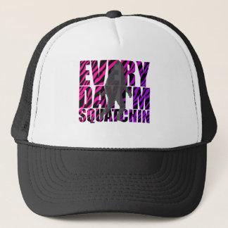 Boné Cada dia eu sou Squatchin