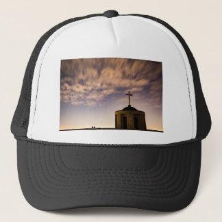 Boné céu estrelado, igreja e cruz