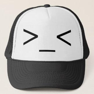 Boné >Chapéu irritado do Emoticon do _<