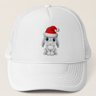 Boné Coelho branco do bebê que veste um chapéu do papai