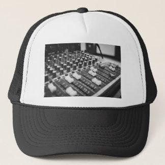 Boné Console branco preto preto e branco audio do