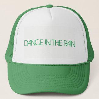 Boné DANÇA no chapéu do camionista da CHUVA