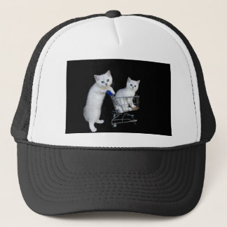Boné Dois gatinhos brancos com o carrinho de compras em