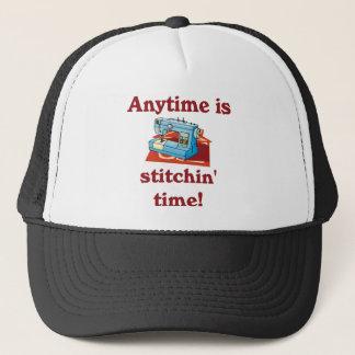 Boné É a qualquer momento o chapéu da costureira do