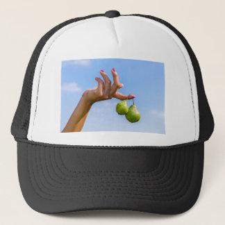 Boné Entregue guardarar duas peras verdes de suspensão