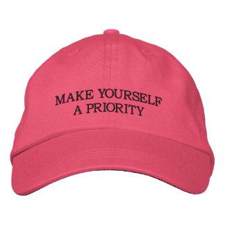 Boné Faça-se uma prioridade - chapéu bordado rosa