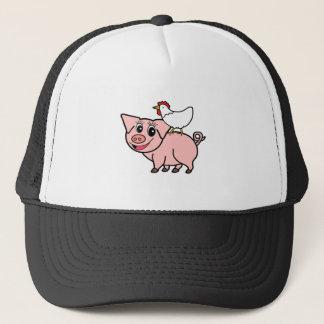 Boné Galinha branca que está no porco cor-de-rosa