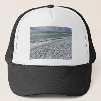 Boné Litoral de uma praia em um dia nebuloso no verão