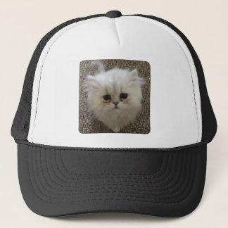 Boné Macio branco o gatinho com olhos tristes