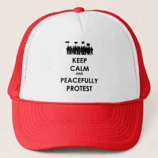 Boné Mantenha calmo e proteste pacificamente (o texto