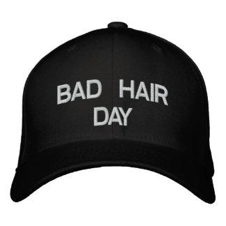Boné mau do dia do cabelo