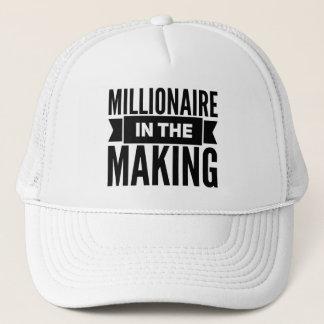 Boné Milionário no chapéu do camionista do fazer