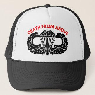 Boné Morte de cima das asas do pára-quedas