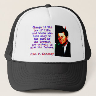Boné Mude é a lei da vida - John Kennedy