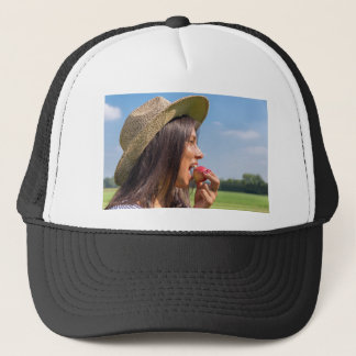 Boné Mulher com chapéu que come a maçã vermelha fora