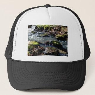 Boné musgo em The Creek