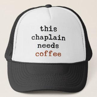 Boné o capelão precisa o café