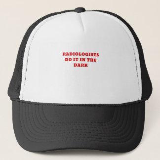 Boné O radiologista fá-lo na obscuridade