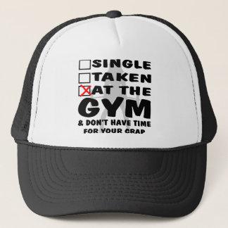 Boné O solteiro da fêmea tomado no Gym e não tem o