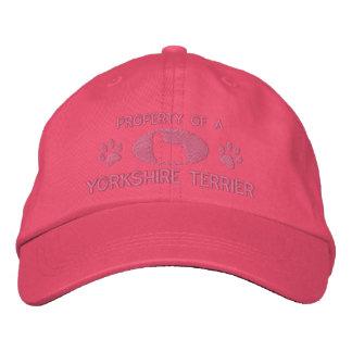 Boné Propriedade de um chapéu bordado yorkshire terrier