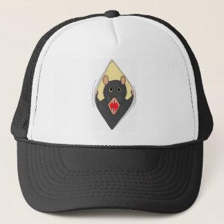 Boné Rato em um chapéu