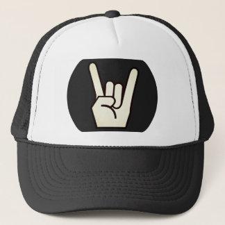Boné Rocha no chapéu do camionista do sinal dos dedos