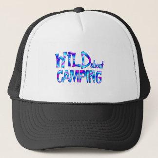 Boné Selvagem sobre o acampamento