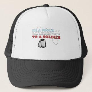 Boné Sogro orgulhoso a um soldado
