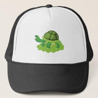 Boné tartaruga que anda na grama