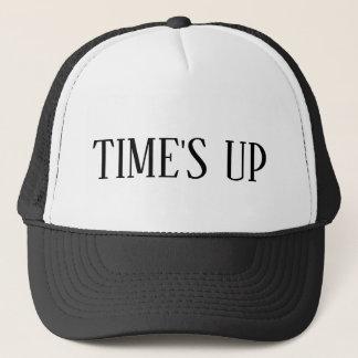 Boné Tempo acima do chapéu