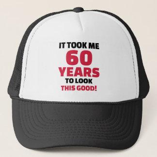 Boné Tomou-me 60 anos para olhar este bom