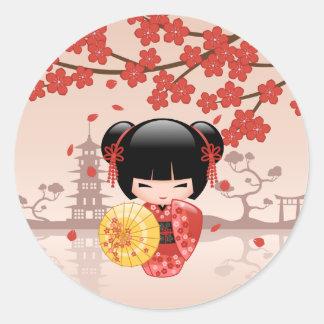 Boneca vermelha japonesa de Sakura Kokeshi Adesivo