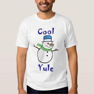 Boneco de neve legal de Yule no chapéu alto azul Tshirt