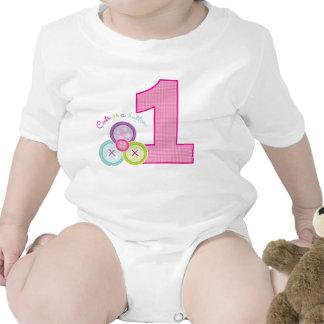 Bonito como camisa do aniversário do botão (rosa) babadores