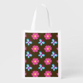Borboleta azul e teste padrão de flor cor-de-rosa sacolas reusáveis