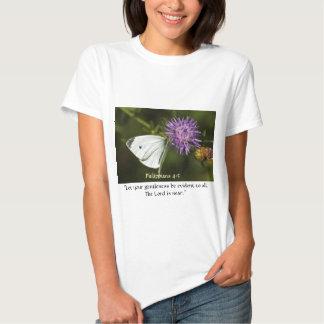 Borboleta branca no Wildflower roxo Camisetas