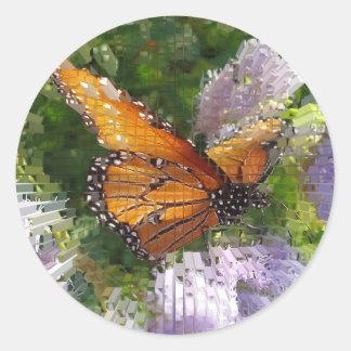 Borboleta de monarca do mosaico que descansa em adesivo
