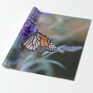 Borboleta de monarca papel de presente